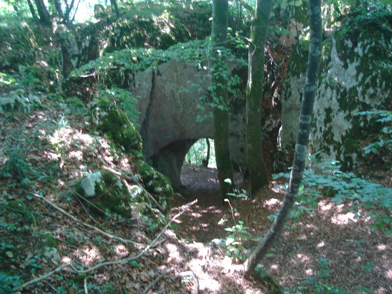 arche-dans-la-falaise-1.jpg